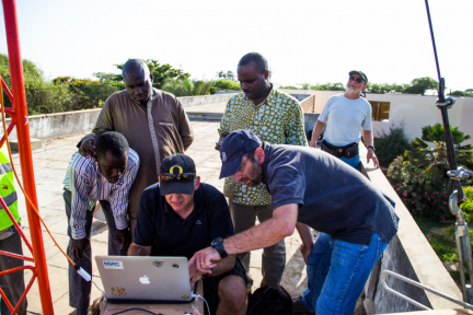 NSRC team working with the Senegalese National Research and Education Network (snRER) to establish a gigabit wireless link.